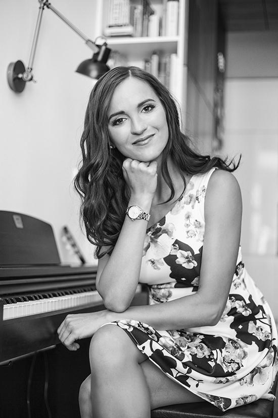 Veronika Sluka, spisovatelka a skladatelka, umělecká činnost, www.veronikasluka.com